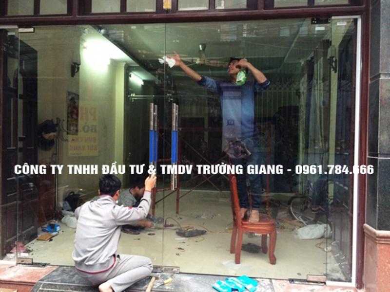 Mẫu Cửa kính cường lực nhà Anh Luận ở  Tp Ninh Bình