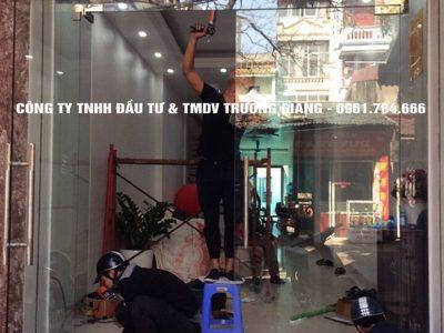 Mẫu Cửa kính cường lực nhà Anh Hoàn ở  Yên Khánh – Ninh Bình