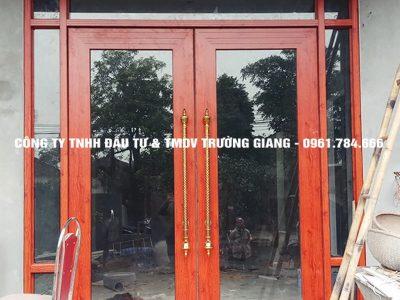 Mẫu Cửa kính cường lực nhà Anh Trung ở  Ninh Bình