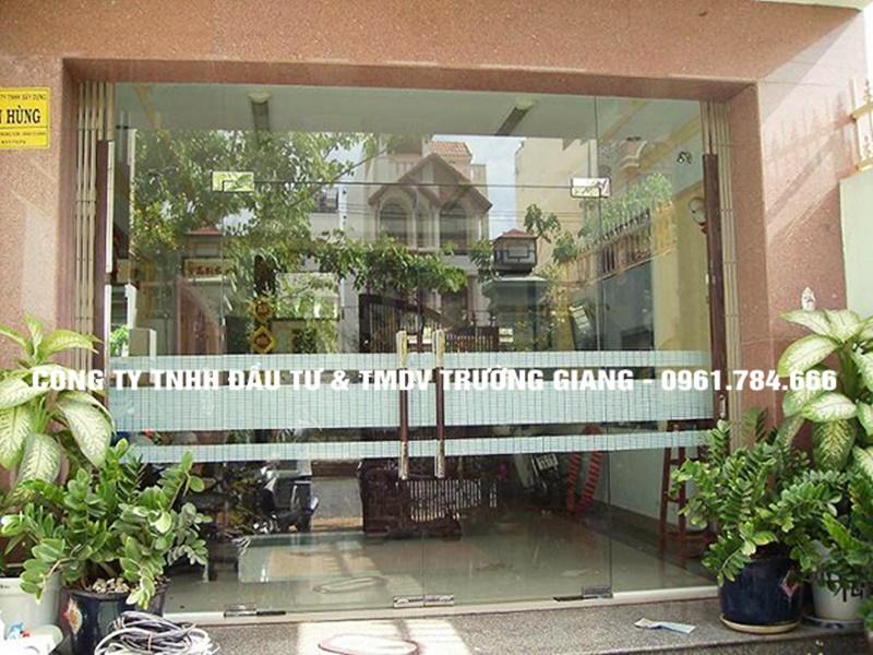 Mẫu Cửa kính cường lực nhà Bác Cường ở  Ninh Bình