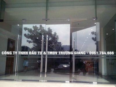 Mẫu Cửa kính cường lực nhà Chú Doanh ở  Ninh Bình