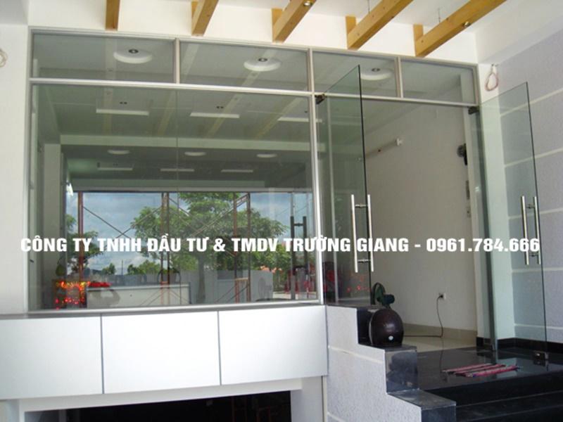 Mẫu Cửa kính cường lực nhà Em Hà ở  Ninh Bình