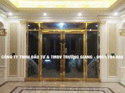 Mẫu Cửa kính cường lực nhà Em Mơ ở  Ninh Bình