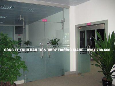 Mẫu Cửa kính cường lực nhà Cô Thắm ở  Ninh Bình
