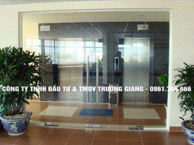 Mẫu Cửa kính cường lực nhà Thím Minh ở  Ninh Bình