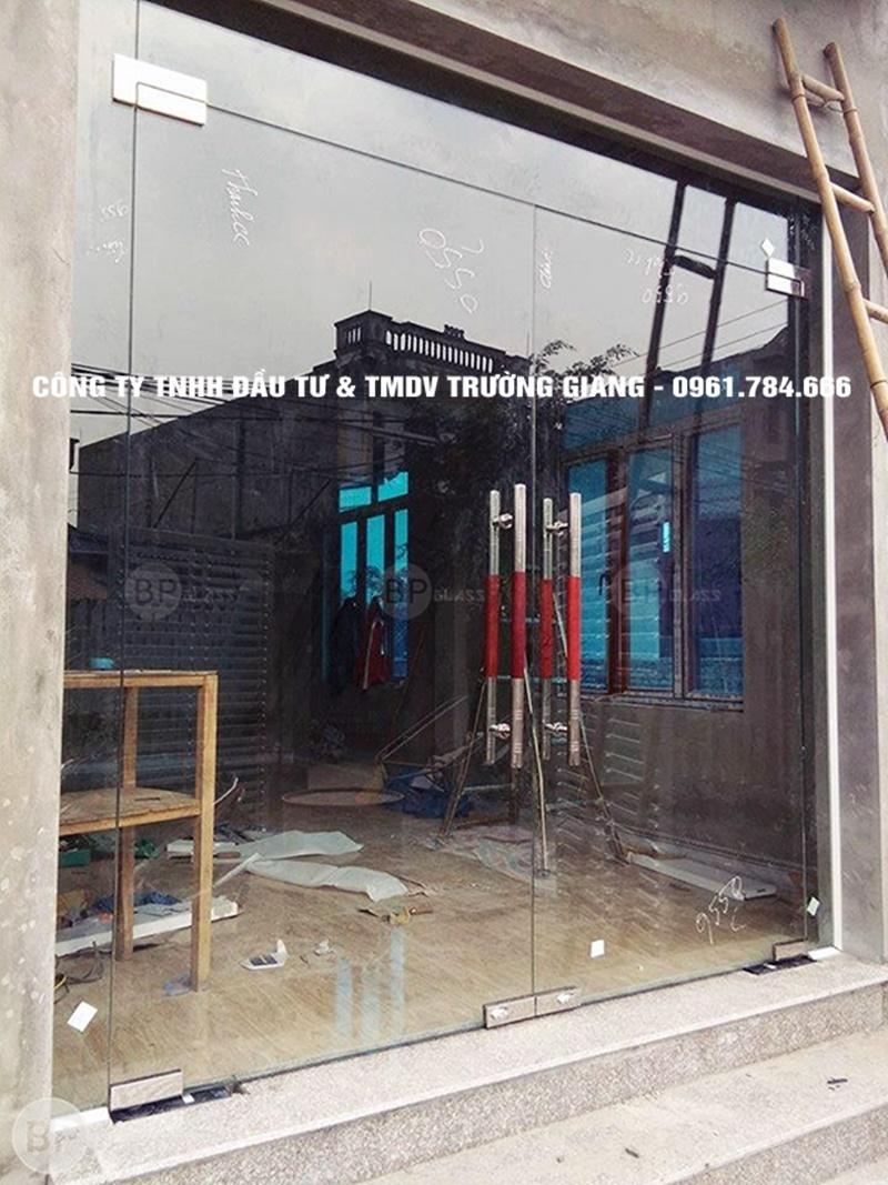 Mẫu Cửa kính cường lực nhà Chú Tuấn ở  Ninh Bình