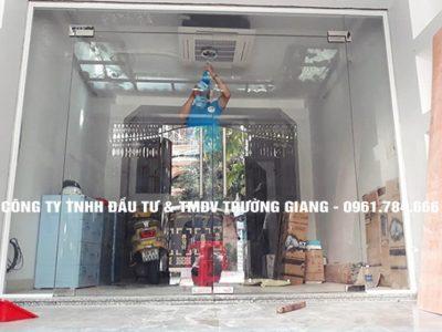 Mẫu Cửa kính cường lực nhà Chú Lan ở  Ninh Bình