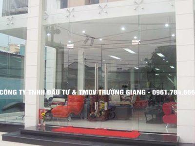 Mẫu Cửa kính cường lực nhà Anh Thông ở  Ninh Bình