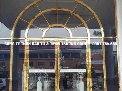 Mẫu Cửa kính cường lực nhà Bác Thi ở  Ninh Bình