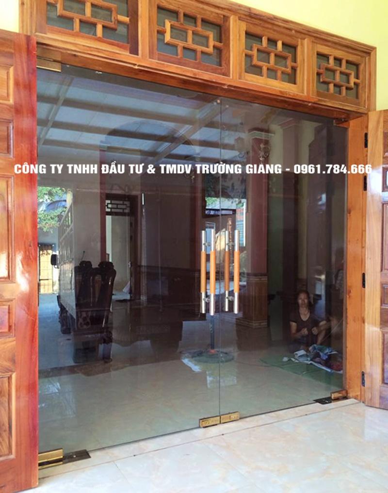 Mẫu Cửa kính cường lực nhà Ông Nhiu ở  Ninh Bình