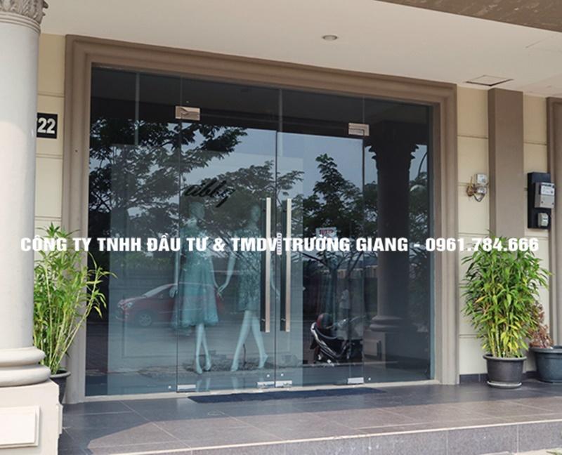 Mẫu cửa kính cường lực đẹp cho Cửa hàng tại Ninh Bình