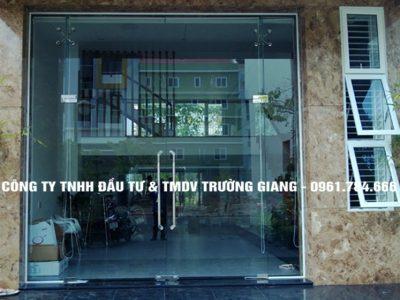 Cửa kính cường lực đẹp nhà phố tại Ninh Bình