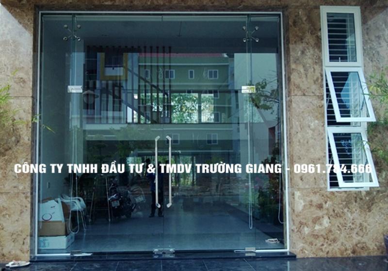 Mẫu cửa kính cường lực đẹp tại Ninh Bình
