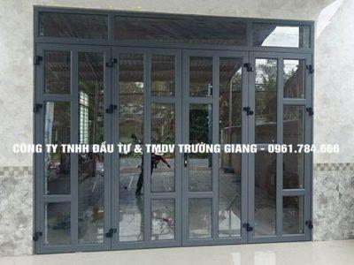 Mẫu cửa đi nhôm kính Xingfa 4 cánh chia đố trang trí