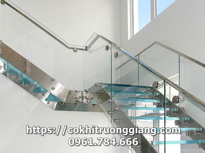 Mau-Lan-can-kinh-cau-thang-DEP-tai-Ninh-Binh-12.jpg