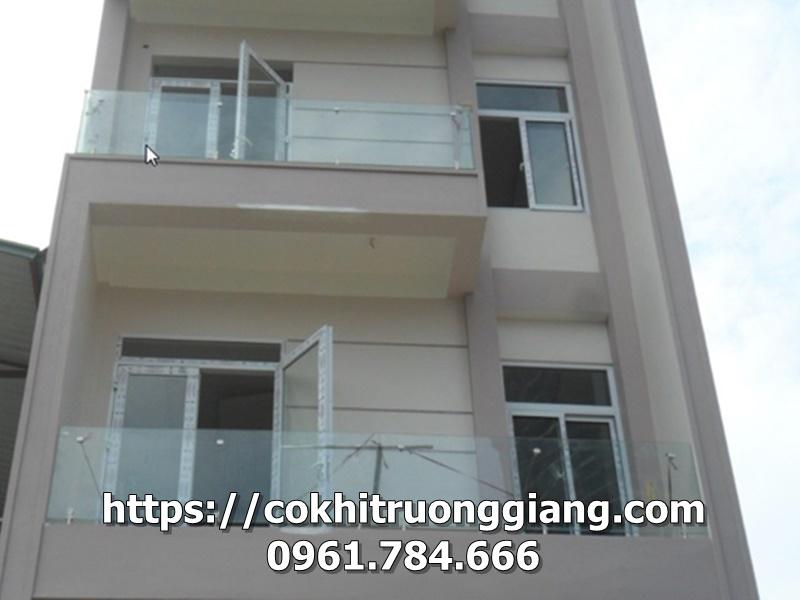 Lan can kinh dep nha Chi Huong Tp Tam Diep Ninh Binh
