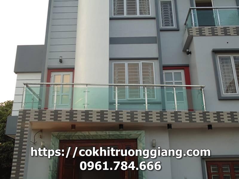 Lan can kinh nha Chi Hang o Ninh Binh