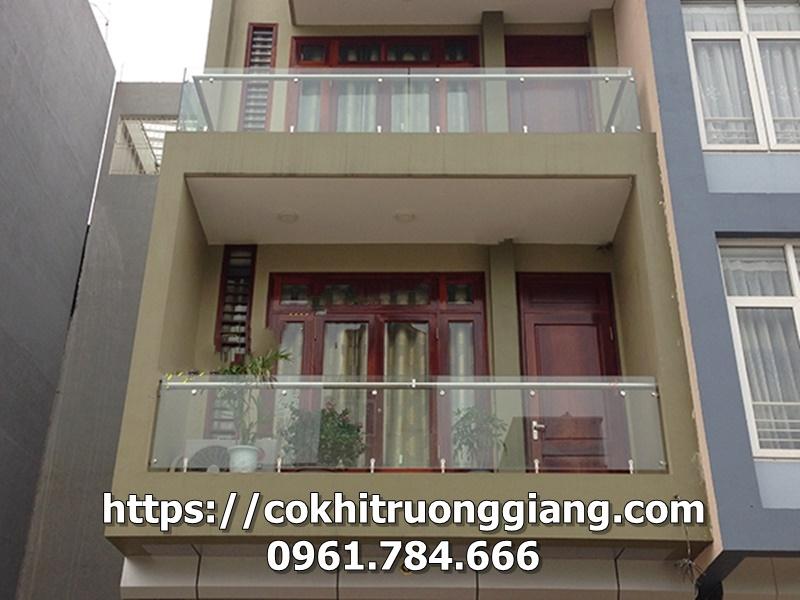 Lan can kinh nha ong nha Anh Bang Tp Tam Diep Ninh Binh